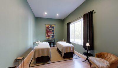 Royal Retreat Spa Room